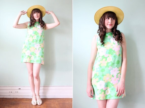 vintage 1960's mod floral print mini shift dress / size s-m