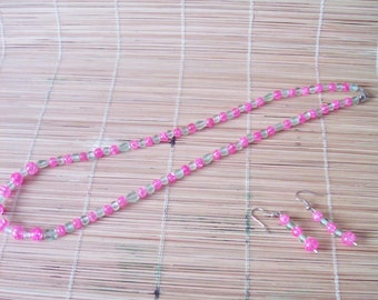 SAVE 25%! Green & Pink Crackle Glass Necklace / Earrings Set