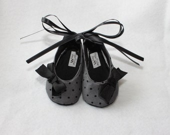 DOTTIE BLACK-Infant Black, Grey, Polka Dot, Fabric, Soft Soled Baby Booties