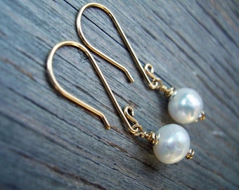 Wedding jewellery, 5 pairs of pearl earrings, bridesmaid earrings, gold filled , pearl wedding favour dangle retro earrings, unique wedding