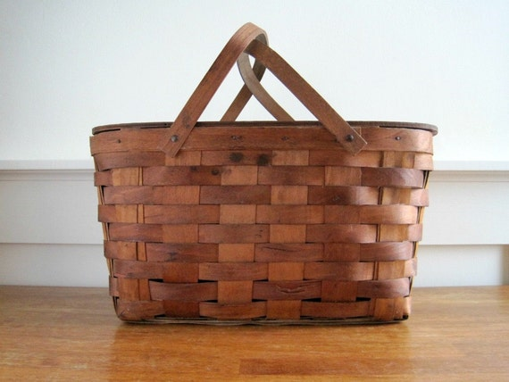 Vintage Picnic Basket - Wood Splint - Rustic Country Cottage