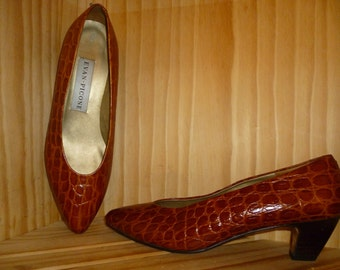 Vintage 1970's or 1980's - Evan Picone - Embossed Alligator Leather - Pumps - Shoes - may fit a US size 8 or 9 shoe - made in Spain 29
