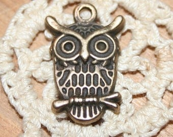 5 antique bronze finish owl charms