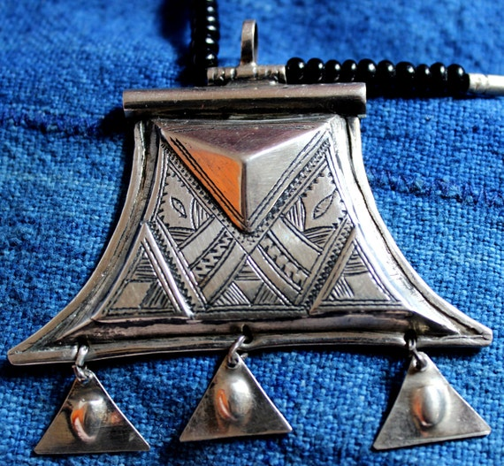 Tuareg Triangle  AMULET with Chat Chat' s