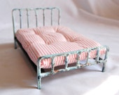Vintage style Shabby Chic miniature metal doll bed 1:12 dollhouse scale