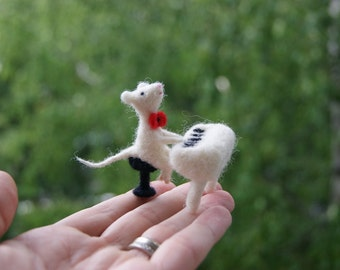 Needle felted mouse, mouse miniature, singing little pet, felt toy, felt gift, natural wool toys