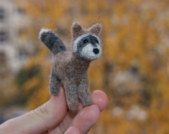 Super tiny felted cute brown roccoon miniature - soft sculpture - wild animals