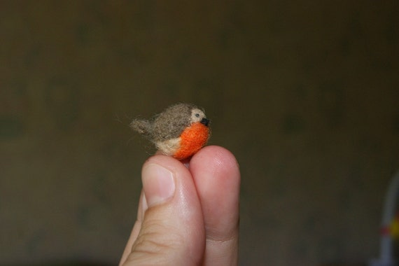 Robin, Bird, Christmas gift, Felted bird, felted  robin, super tiny, robin miniature,  gift, soft sculpture, bird miniature