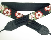 NEW-Chunky Art Deco Flowers with soft black linen back and pockets camera strap, reversible, 2 expandable pockets with stretchable elastic