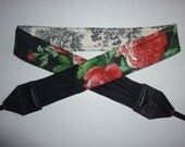 BRAND NEW Ooh La La Breathtaking Roses on Black and Toile camera strap, 2 expandable linen pockets