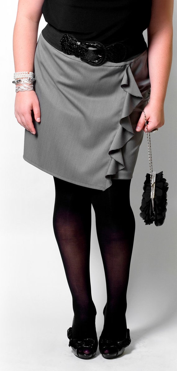 SALE Trendy plus size skirt with ruffle option Gray or Black Polka - Custom sizes 14-20
