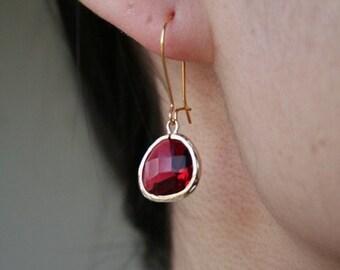 Gold Fuchsia Earrings. Gold Red Earrings. Red Earrings.Ruby Earrings.Bridesmaids Earrings.Bridal.Wedding.Christmas Gift. Sister.Mom.Daughter