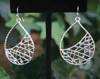 Silver Dangle Earrings.Silver Drop Earrings.Leaf Earrings.Leaves Earrings.Statement Earrings.Simple Silver Earrings.Everyday Jewelry.Minimal
