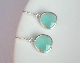 Silver Mint Earrings.Light Mint Earrings.Mint Green.Bridal Earrings.Wedding Earrings.Bridesmaid Earrings.Bridal Jewelry.Bridesmaid Jewelry