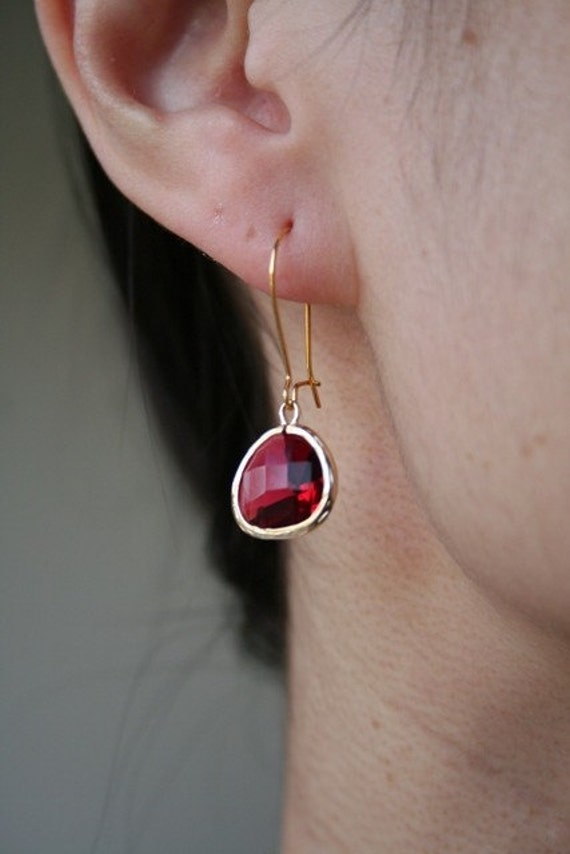 Gold Fuchsia Earrings. Gold Red Earrings. Red Earrings.Ruby Earrings.Bridesmaids Earrings.Bridal.Wedding.Christmas Gift. Sister.Mom.Daughter