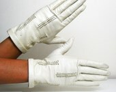 VINTAGE Ivory Delicate Cut-out Leather Gloves