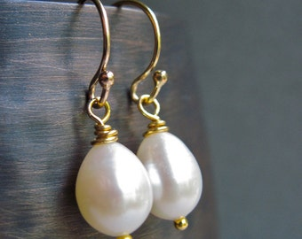 Pearl Earrings, Bridesmaids Earrings, Teardrop Pearl and 14K Gold Filled Handmade Earrings, June Birthstone Earrings