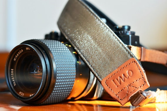 Metallic Silver Camera Strap suits for DSLR / SLR with Quick Release Buckles