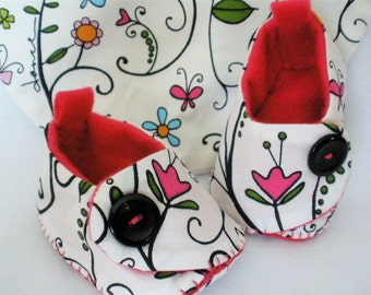 """Girls Baby Booties and Bib Set, Newborn White Floral Booties,  Hand Stitched Cotton Baby Shoes,  Garden """"Believe"""""""