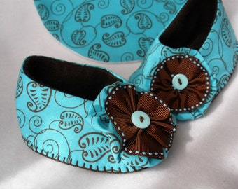 Baby Shoes, Girls Hand Stitched Turquoise Booties,  Baby Gift Set,  Hand Sewn Cotton Baby Shoes and Matching Bib,  Chocolate Robin's Egg