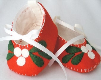 """Baby Shoes, Felt Christmas Booties - Hand Stitched Red Wool Felt """"Mistle Toes"""""""