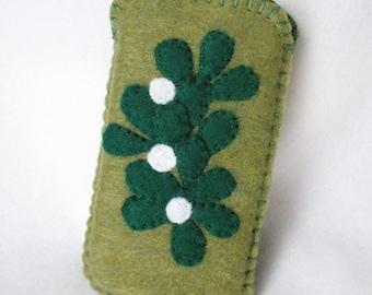 Felt iPhone Case, Hand Stitched Mistletoe Case, Christmas Greens Phone Cozy 5x3