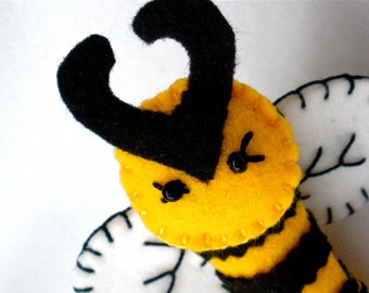 Felt puppet etsy for Bee finger puppet template
