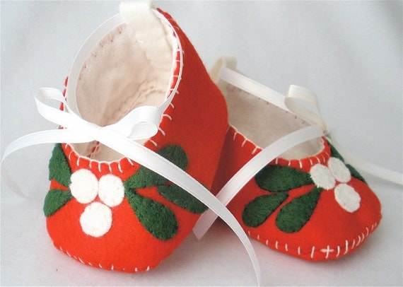 "Baby Shoes, Felt Christmas Booties - Hand Stitched Red Wool Felt ""Mistle Toes"""
