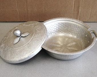 Vintage Cast Aluminum Hand Forged Everlast Metal Lidded Bowl Holder.