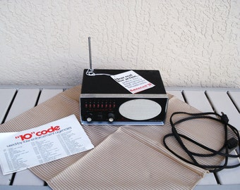 Vintage ELECTRA Bearcat III FM Receiver.