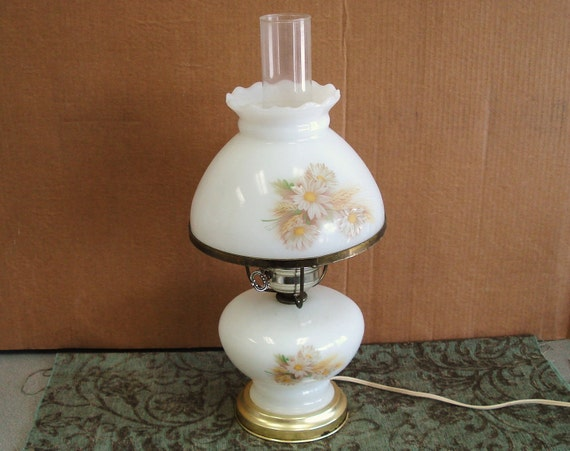 Vintage Milk Glass Hand Painted Table Top Lamp Light.