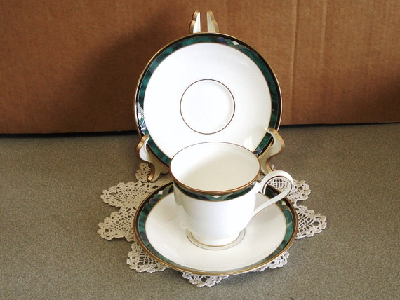 LENOX DEBUT Collection KELLY Pattern Cup and 2 Saucers Retired.