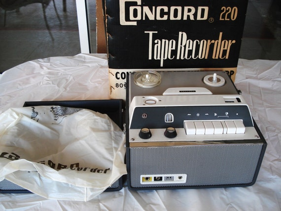 Vintage CONCORD Reel To Reel Player Recorder Model 220.