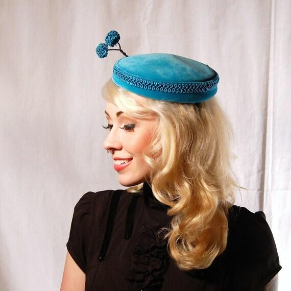 Vintage Quirky Aqua Prong Hat