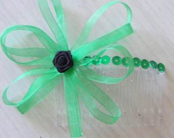 Green and black rosette hair comb