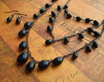 Black Beads Necklace & Earnings