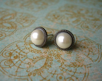 Glass Pearl Earrings, White Earrings, Pearls Earrings, Glass Pearls Stud