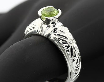Natural 5mm  Green Peridot Solid 14K White Gold Antique Ring