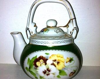 Beautiful Collectable Tea pot
