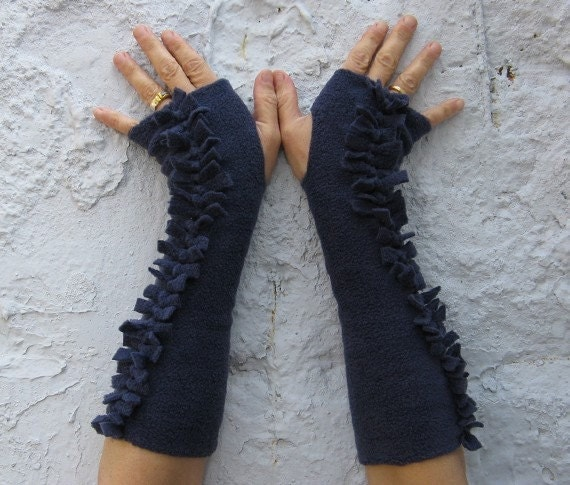 SALE fingerless blue fleece wrist warmers by naamaeilam on Etsy