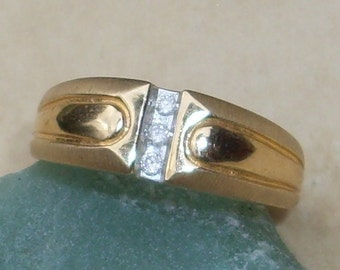 Large Vintage gold ring with Diamonds