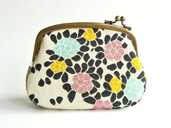 Fresh Blooming Flower Pouch
