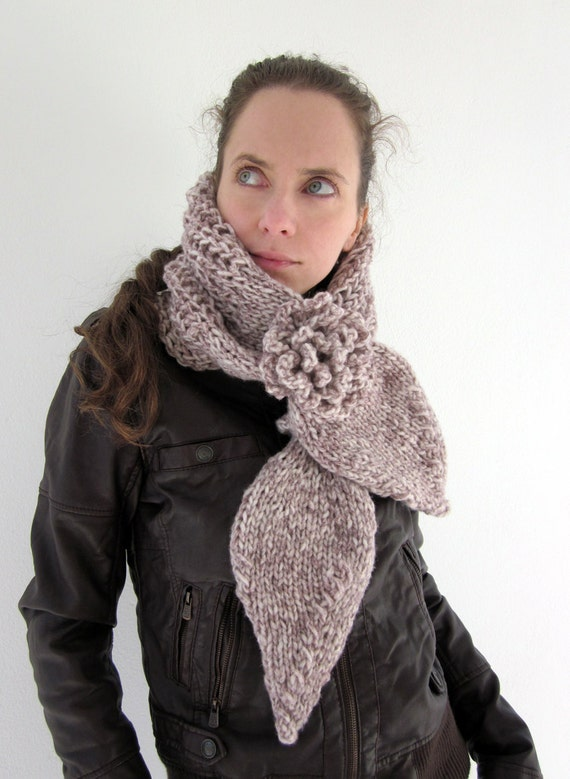 Hand knit mimosa scarf in white, plum with flower