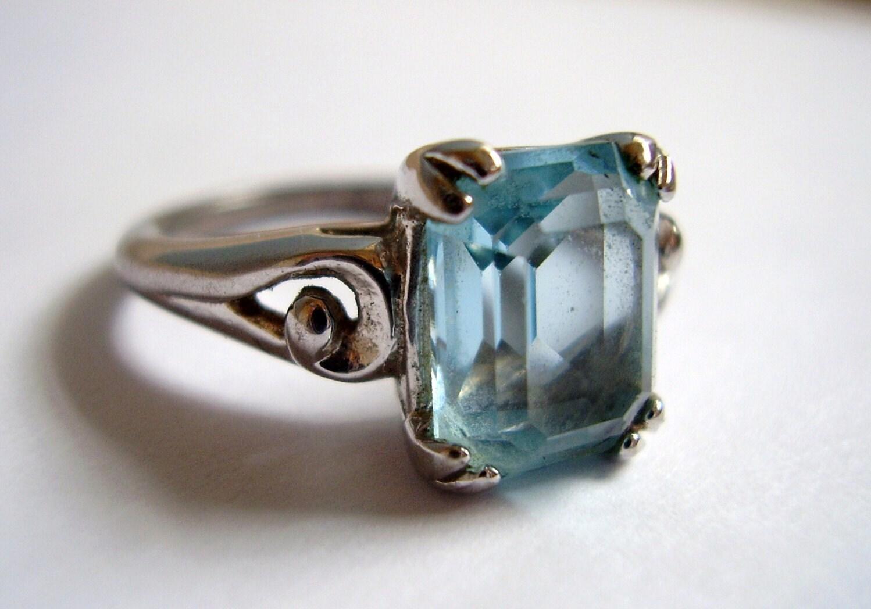 Avon Emerald Ring