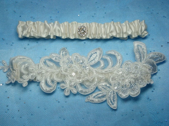 Ivory Garter Set with Two Beautiful Flowers