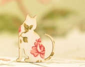 Cleo Vintage Rose Wooden Cat Brooch (Pink Rose)