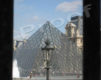 Paris 2009 - Louvre pyramid (2 images included)