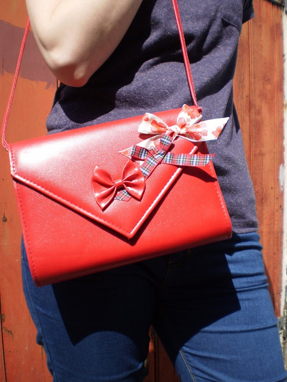 SALE 1/2 Price! Vintage pillar-box red faux leather envelope bag embelished with cute bows. Was GBP13.00 now GBP6.50!