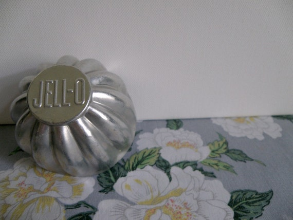 Set of 24 Vintage Aluminum JELLO Fluted Molds