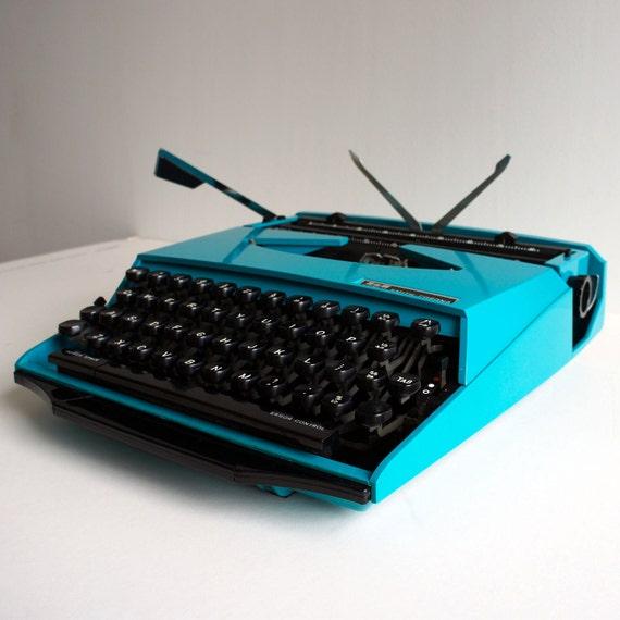 """Classic Smith Corona  Ghia """"Super G"""" Manual Typewriter"""